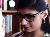 Four Eyed Arab Hottie Mia Khalifa Gets Intimate With One Horny Guy