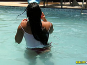 Mouth Watering Brazilian Babe Cristine Castellari Bathes In A Pool And Then Gives A Head