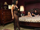Big Bottomed Ebony Whore Yasmine De Leon Takes Part In Crazy Gangbang