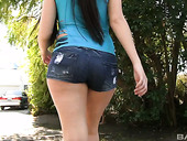 Appetizing Esperanza Diaz Looks Fuckable In Shorts