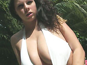 Cheesecake Babe Gianna Michaels Strips Outdoors