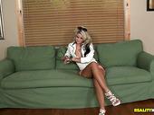Flexible Blond Head Jessa Rhodes Has An Idea To Please Her Twat