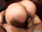 Pinky Black Slut Gives Gangsta Blowjob In Her Boss's Office