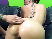 Mommy With Big Boobs And Thick Booty Sara Jay Gives Oily Titjob