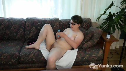 Amateur Ivy Fucking A Toy