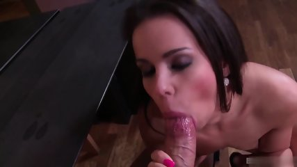 Ferrara Gomez Loves When Her Boyfriend Plays With Her Holes. She Especially Likes