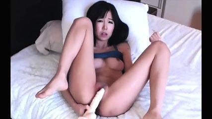 Japanese Cutie Loves To Play With Herself Until She Cums Every Morning