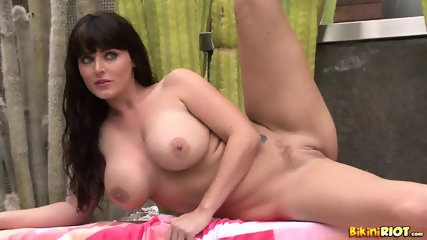 Nice Pussy Of Busty Lady