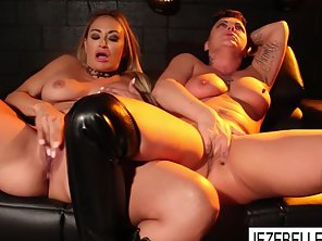 Sexy Chicks Jezebelle And Claudia Licked Their Tight Cunts