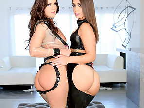 Sultry Lezzies Roxy Raye And Kelsi Monroe Toy Banging Asses