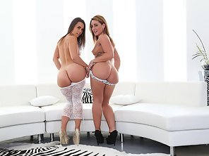 Luscious Honeys Savannah Fox And Kelsi Monroe Butt Wrecked