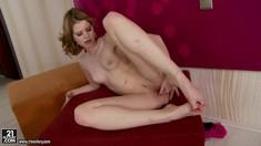 Barefoot Redhead Judy Smile Masturbating