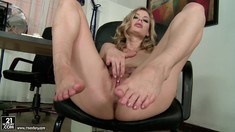 Barefoot Pussy Fingering With Gorgeous Marilyn Cole
